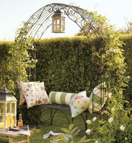 Садовая арка и место отдыха
