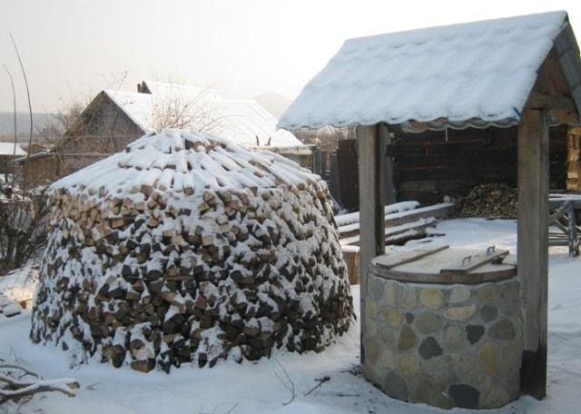 Поленница зимой