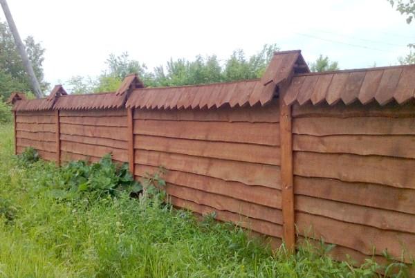 Забор из горбыля в накладку