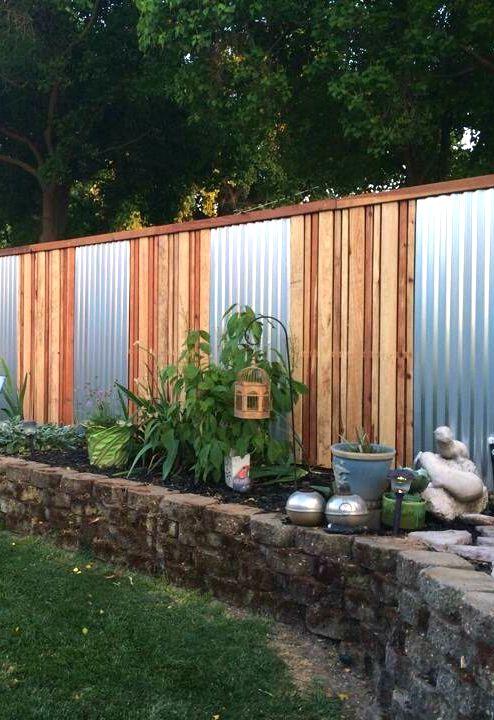 комбинированный забор из металла и дерева