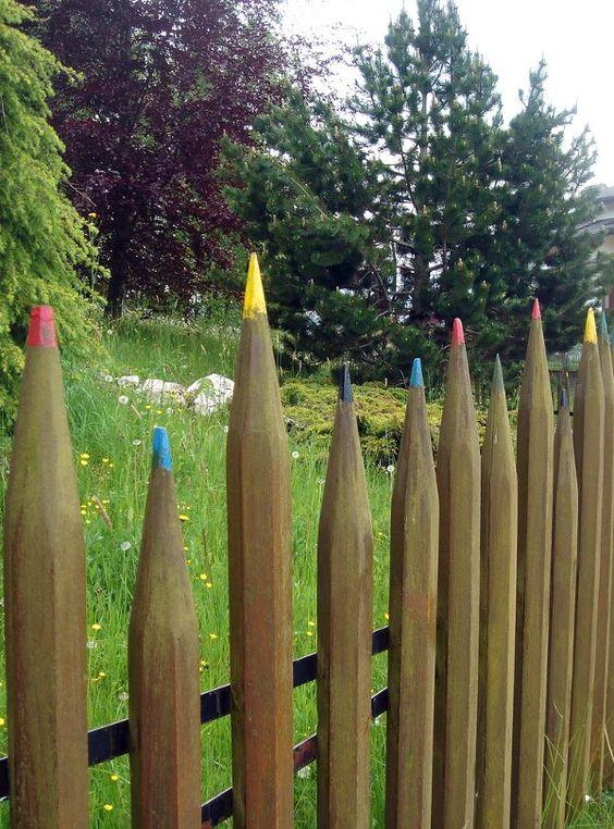 Оригинальный забор «карандаши»