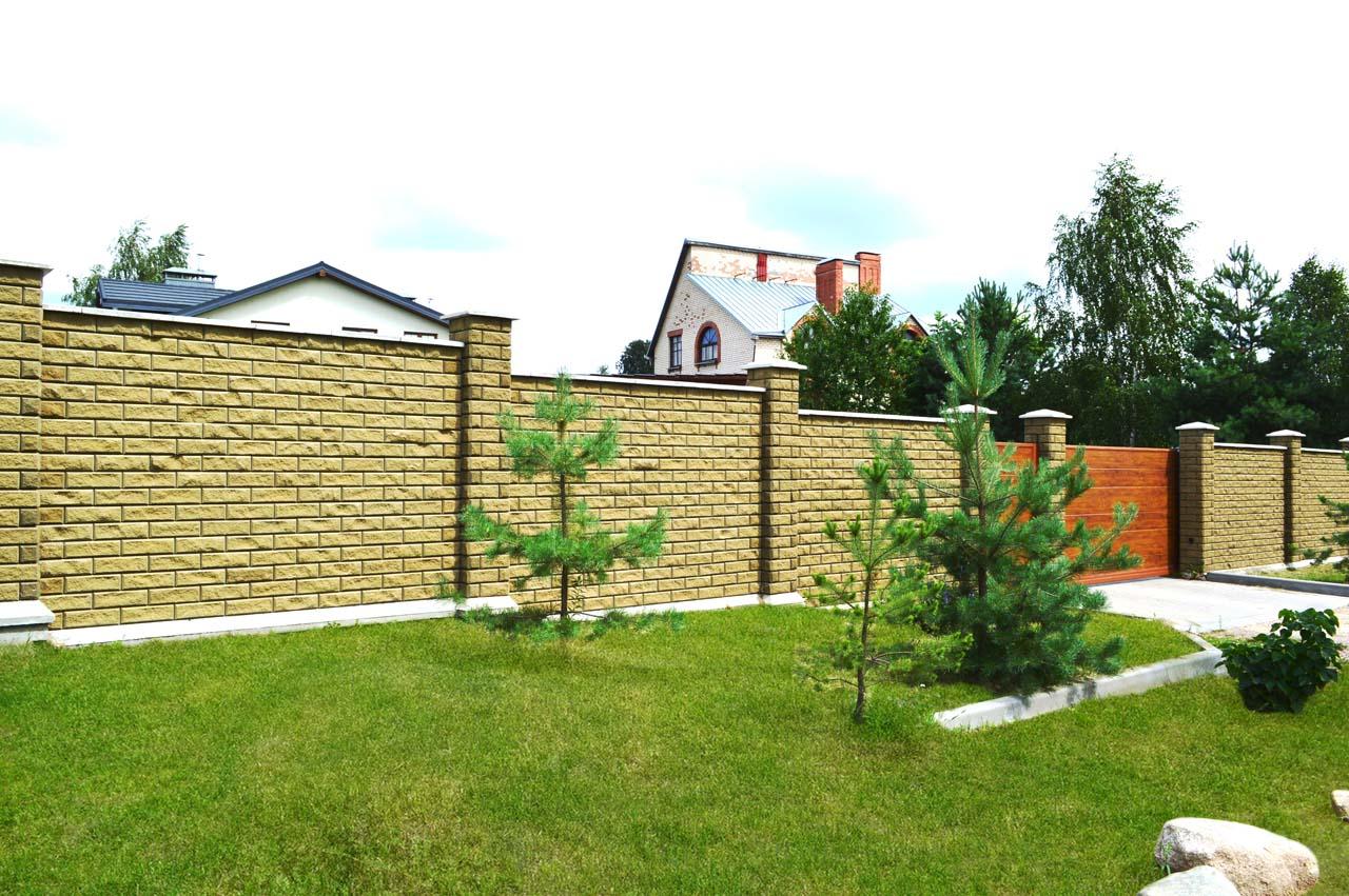 Забор из брика