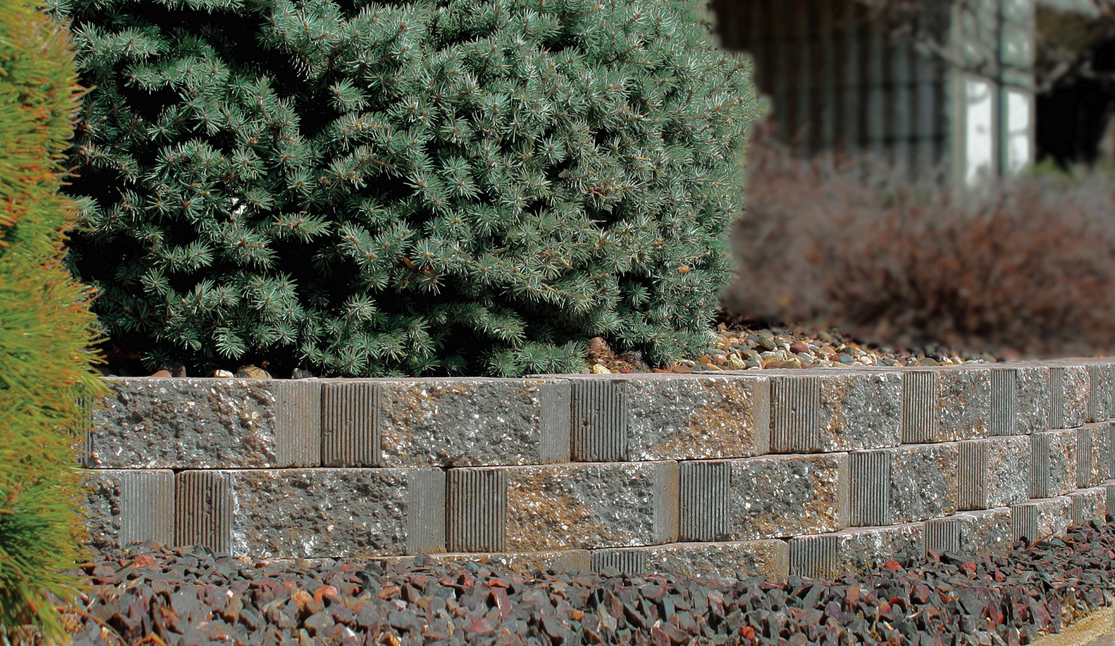 Подпорная стенка с зелеными насаждениями
