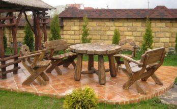 Садовая мебель возле беседки