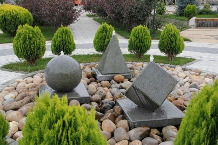 Малые ландшафтные формы камни